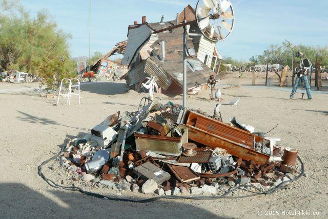 イーストジーザス、違う意味でのリサイクルを体現する町