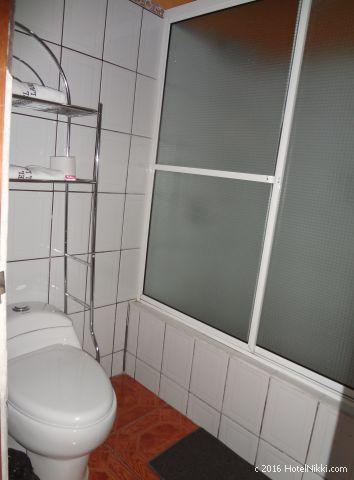 グアテマラ・フローレスのホテル・ヴィラ・デル・ラゴ、バスルーム