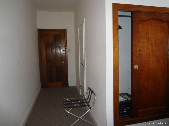 ベリーズ・ベリーズシティーのシャトーカリビアンホテル、荷物置きラック