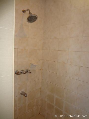 キンバリーホテルマニラ、シャワーのみでバスタブはなし