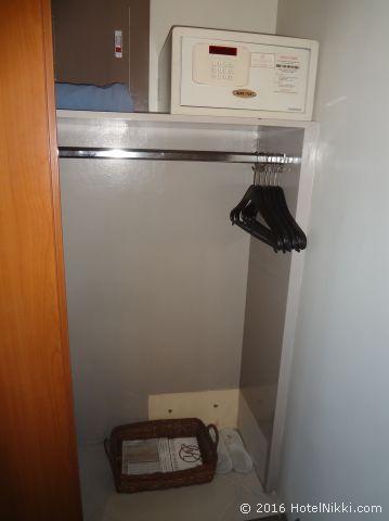 キンバリーホテルマニラ、クローゼット内に金庫あり