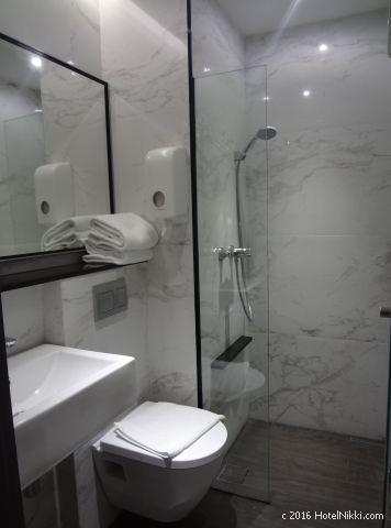 ホテルボス シンガポール、バスルームはシャワーのみ