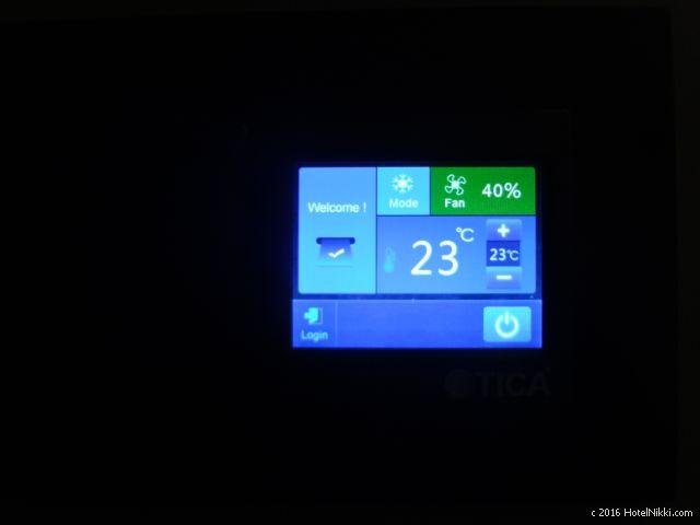 ホテルボス シンガポール、スマートテレビで室内の温度もコントロールできます