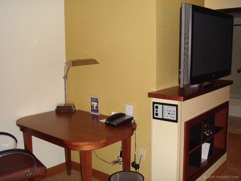 ハイアットプレイスラスベガス デスクとテレビの接続端子