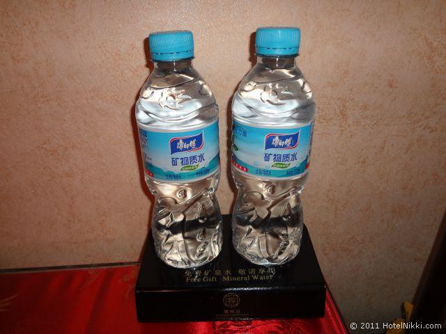 北京 ダブル ハピネス ホテル、無料のお水