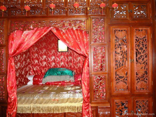 北京 ダブル ハピネス ホテル、ど派手なベッド