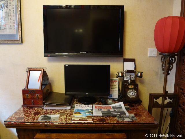 北京 ダブル ハピネス ホテル、室内にパソコンもあり