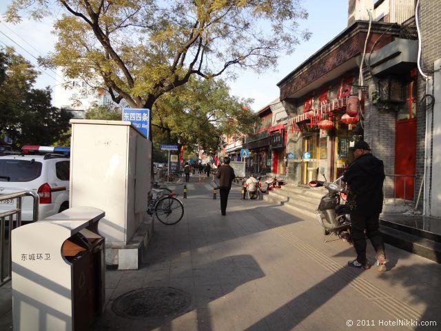 北京 ダブル ハピネス ホテル、最寄の地下鉄を降りた道