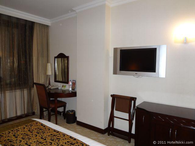 ハワード ジョンソン パラゴン ホテル 北京、テレビとデスク