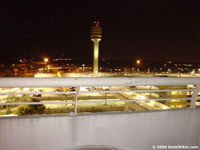 ハイアットリージェンシーオーランドエアポート 部屋から管制塔が見えるユニークなホテルです