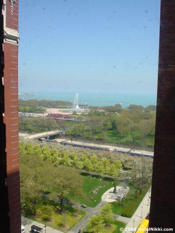 ヒルトンシカゴ 窓からグラントパークが見えます