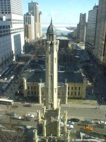 パークハイアットシカゴ 窓からの景色、ウォータータワーが目の前です