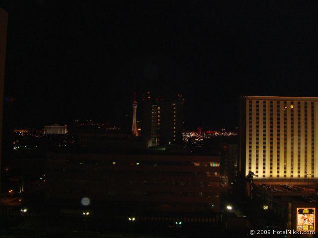 フォークイーンズ ホテル アンド カジノ ラスベガス  窓からの風景、ストリップがかすかに見えます