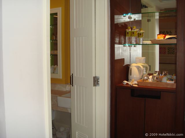 サリル ホテル スクンヴィット ソイ トンロー 1、無料のお水あり