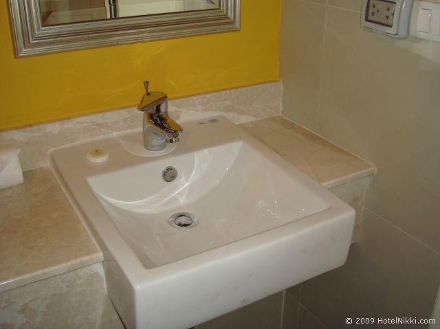サリル ホテル スクンヴィット ソイ トンロー 1、バスルームのシンク