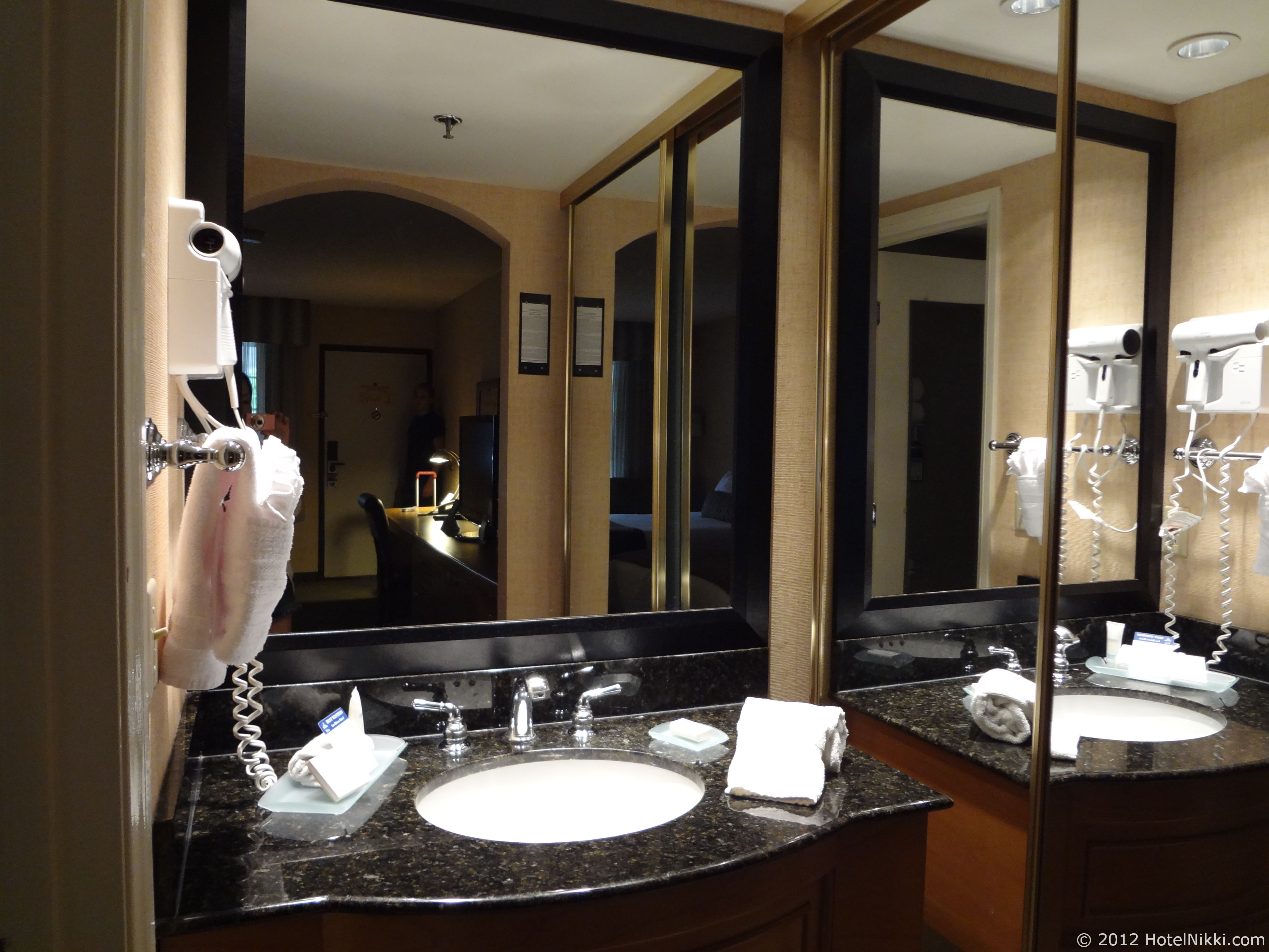 ベストウェスタンプラスラスブリサスホテル 洗面エリア