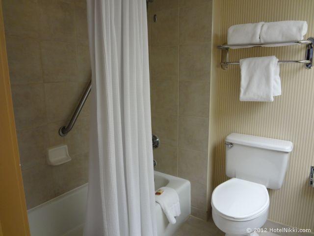 シェラトン フォートローダーデール エアポート & クルーズポート バスルーム、バスタブあり