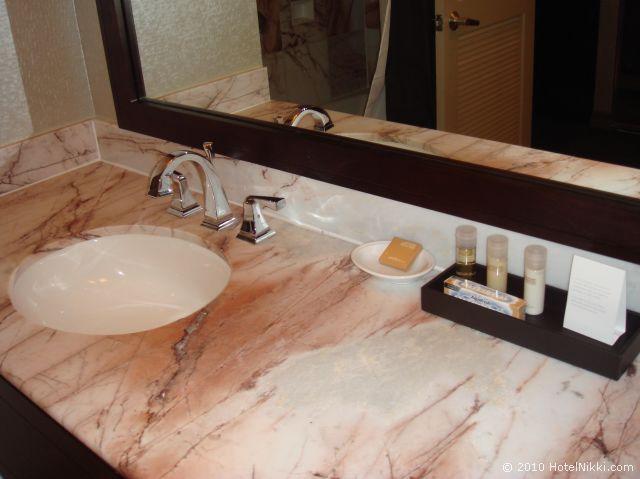 ハイアットリー ジェンシー スイーツ パームスプリングス、バスルームアメニティーはPorticoのもの