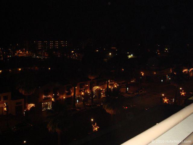 ハイアットリー ジェンシー スイーツ パームスプリングス、バルコニーからの夜景