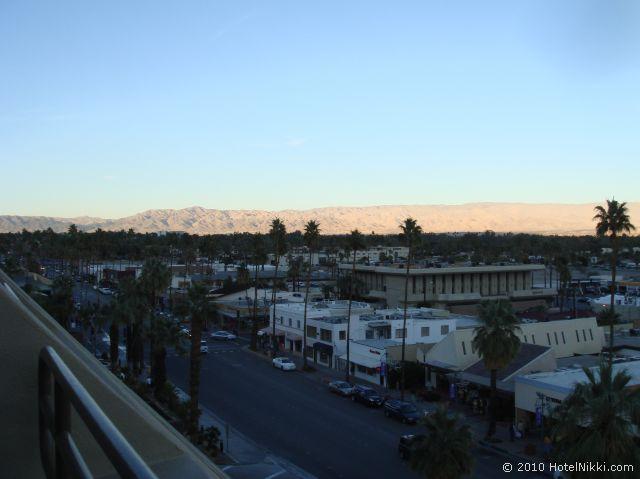ハイアットリー ジェンシー スイーツ パームスプリングス、バルコニーから眺める朝の景色