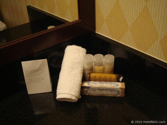 ハイアット リージェンシー オレンジ カウンティ ホテル、バスアメニティはPorticoのもの、歯磨き粉があるのがうれしい