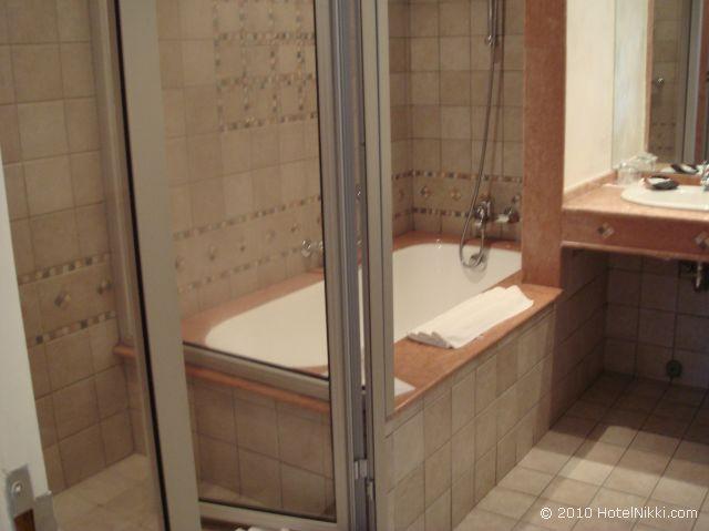 ル メリディアン エンフィス スイートルームのバスルーム