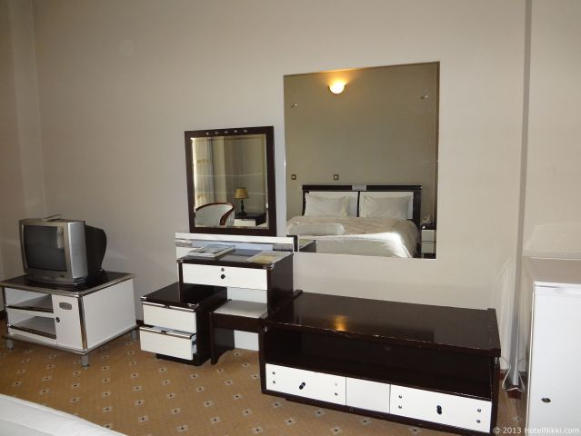 ホテル デ レオポル インターナショナル アディスアベバ、ドレッサーなどはガタガタです