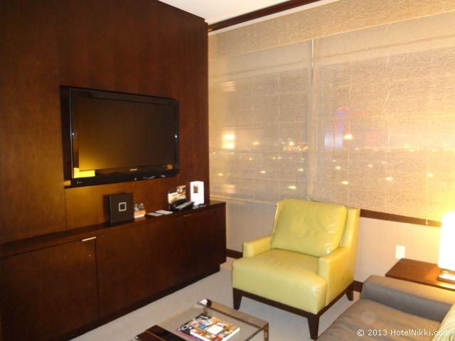ヴィダラ ホテル & スパ ラスベガス リビングエリア側のテレビ