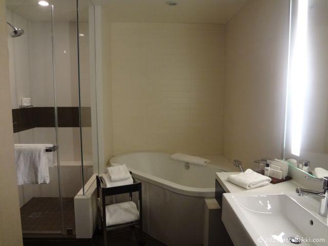 ヴィダラ ホテル & スパ ラスベガス バスルーム、バスタブつき