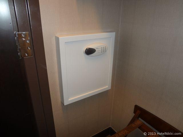 ヴィダラ ホテル & スパ ラスベガス クローゼット内の金庫