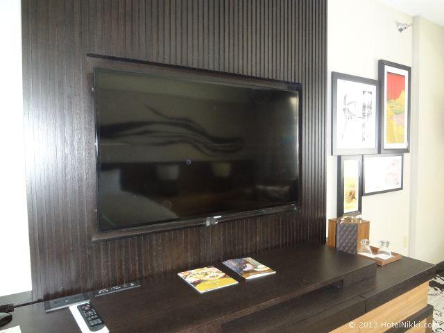 ノブ ホテル アット シーザーズ パレス、テレビと接続端子やコンセント