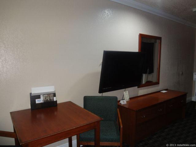 エッジウィーター イン リードリー、テレビとテーブル