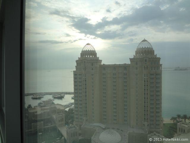 モーベンピック タワー & スイーツ ドーハ 窓からの景色、フォーシーズンズドーハ