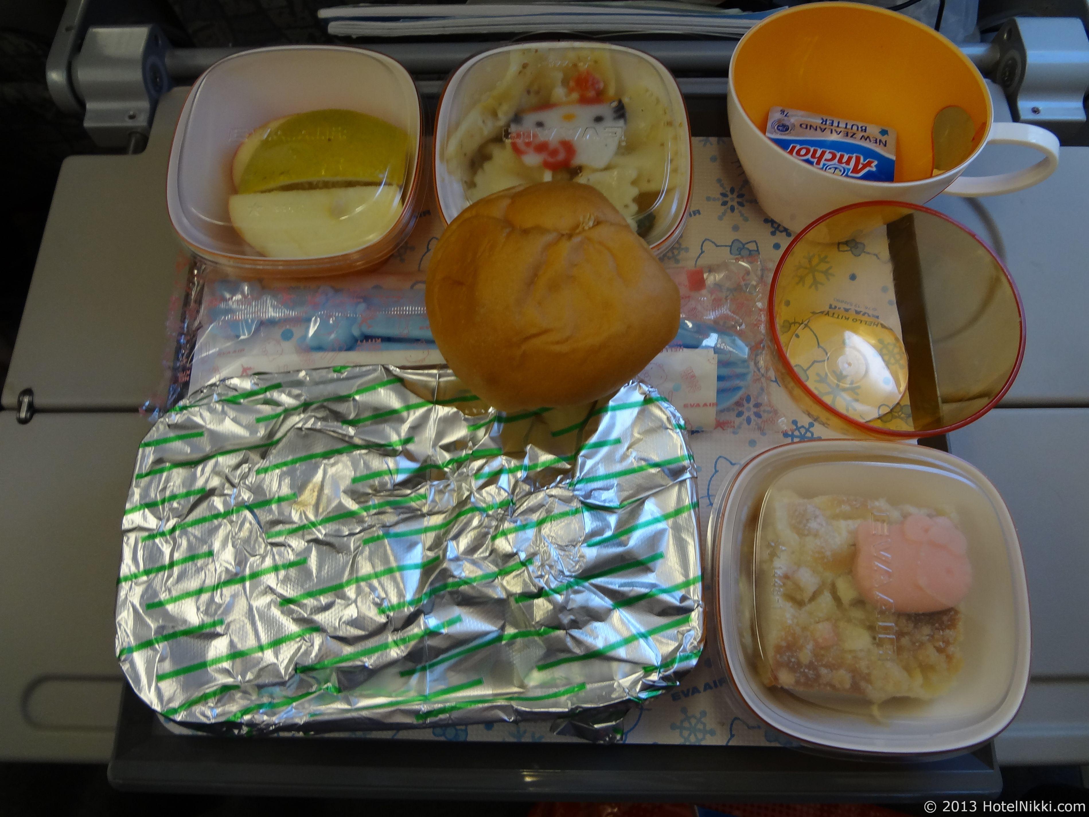 エバー航空ハローキティジェット 機内食までハローキティ