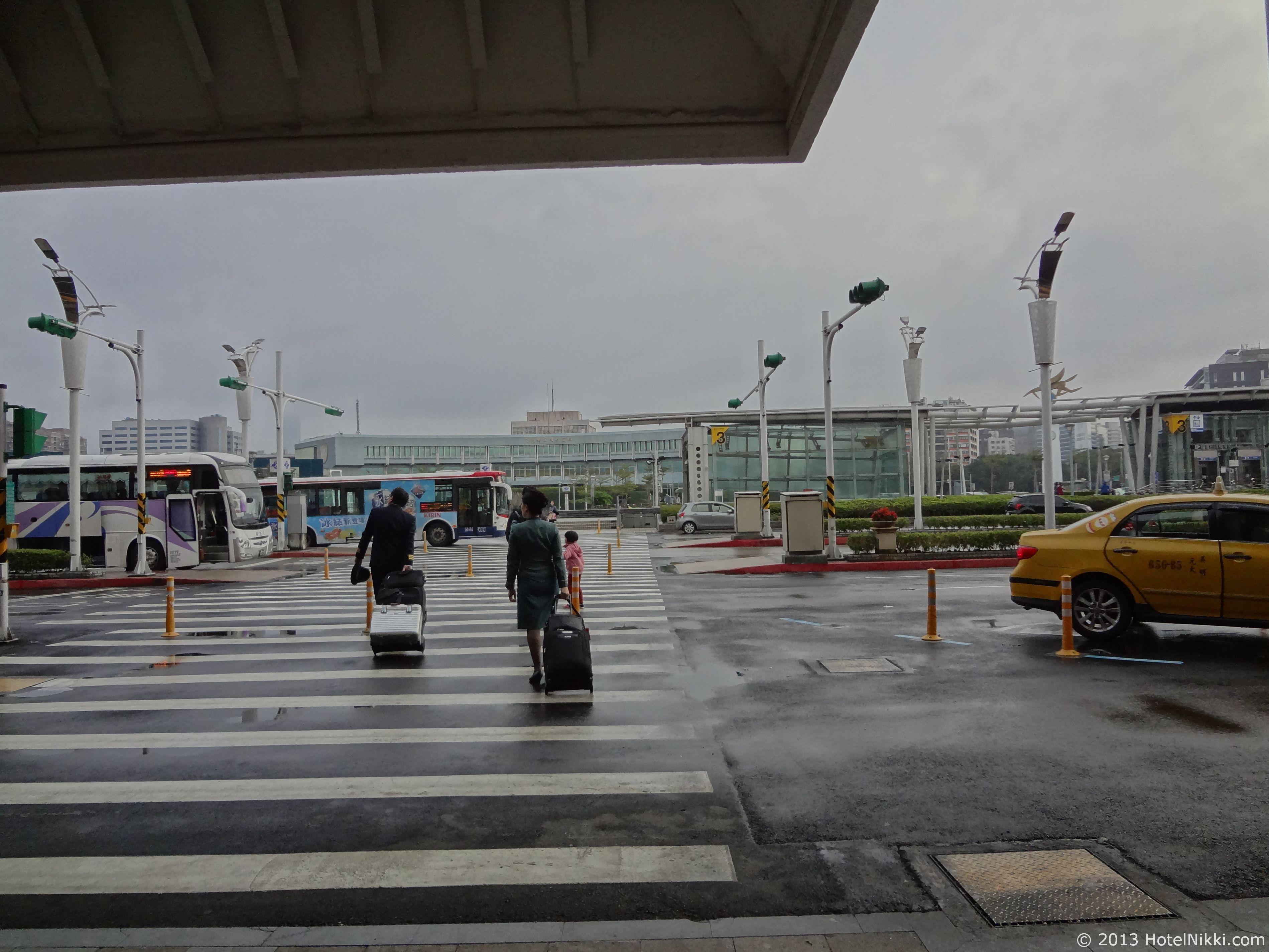 エバー航空 ハローキティジェット 台北松山空港到着