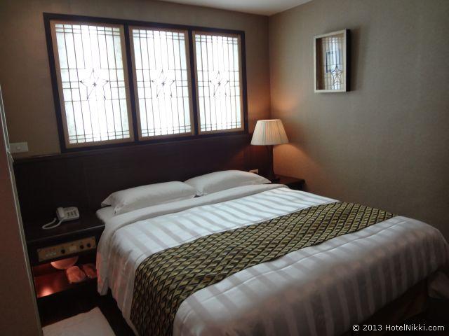 ダーシンホテル スタンダードルーム、窓は飾り窓です