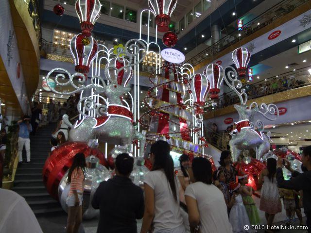 ホーチミンシティ、2013年12月 Taxデパートのクリスマス装飾