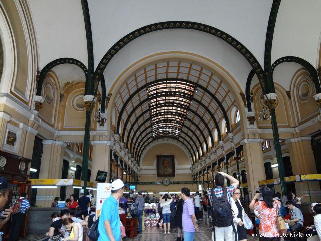 ホーチミンシティ、2013年12月 サイゴン中央郵便局の内部