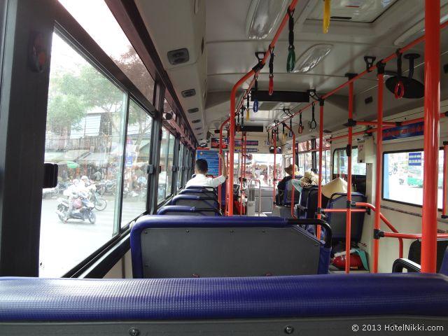 ホーチミンシティ、2013年12月 ベンタイ市場からビンタイ市場に行く市バス