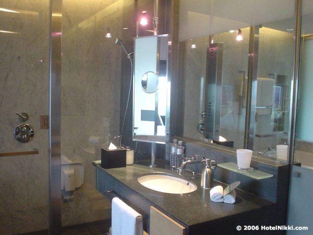 ヒルトンクアラルンプール  バスルーム、洗面台
