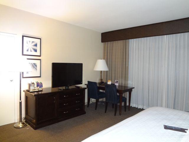 シェラトンパークホテル アナハイムリゾート テレビとデスクエリア
