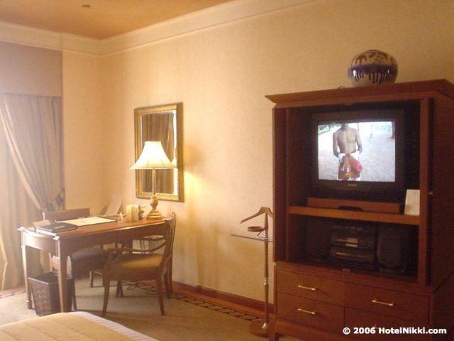 シェラトンインペリアル・クアラルンプール テレビとデスクエリア
