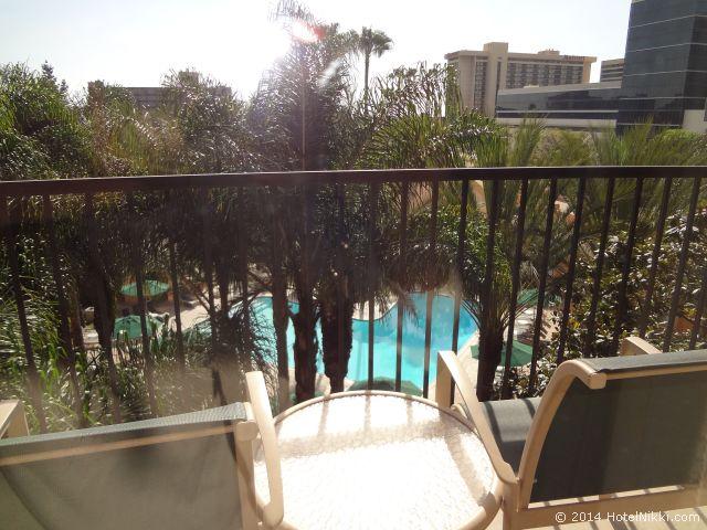シェラトンパークホテル アナハイムリゾート バルコニーあり、プールビュー