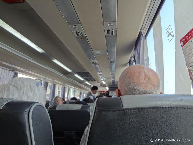 ドバイ~アブダビのバス車内