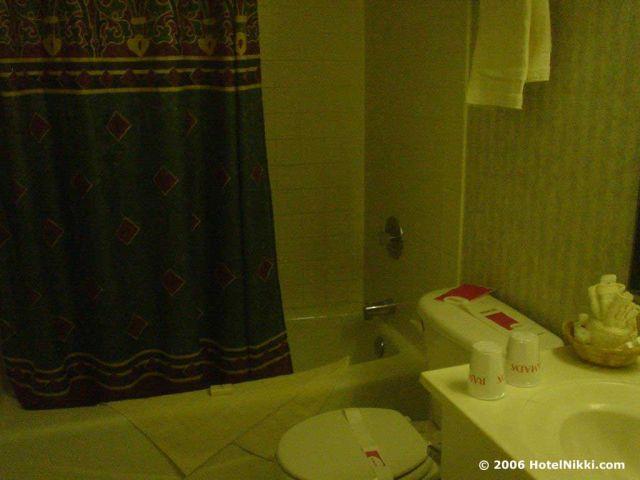 ラマダリミテッドキャノガパーク/ワーナーセンター バスルーム