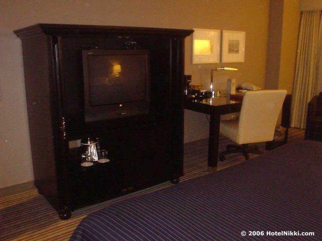 シェラトンゲートウェイロサンゼルスホテル、テレビとデスク