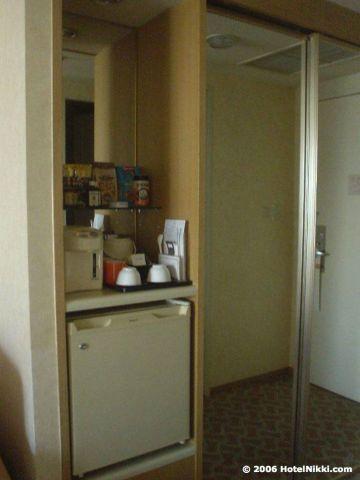 ヒルトン大阪、お茶セット・冷蔵庫