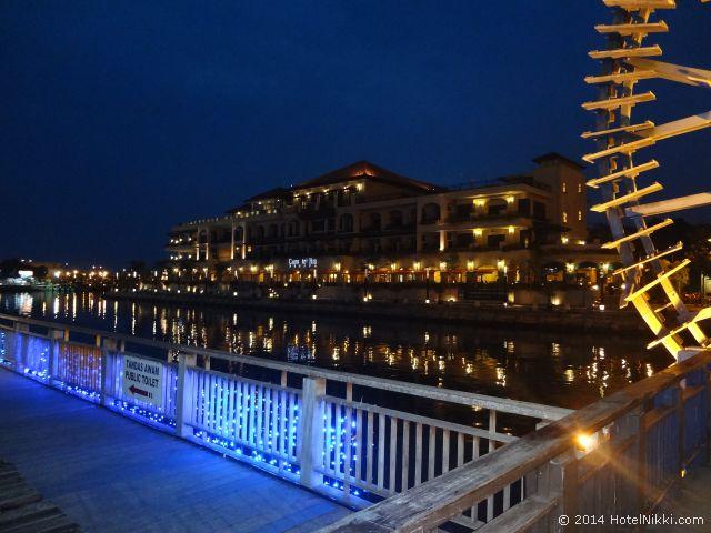 マラッカ写真旅行記2014年3月 リバーサイド、夜のカサデルリオ