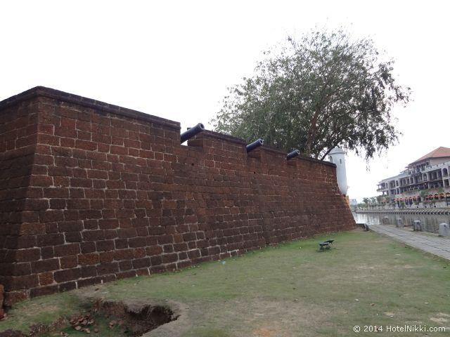 マラッカ写真旅行記2014年3月 リバーサイドの防壁
