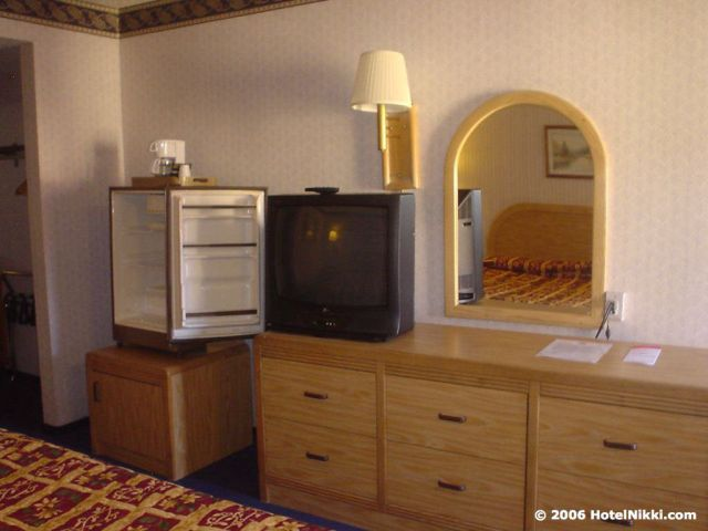 ラマダリミテッドロサンゼルスエアポートイースト テレビと冷蔵庫